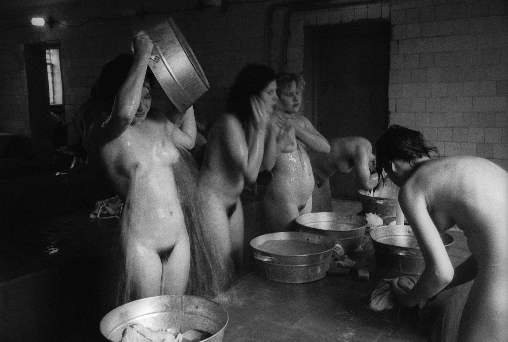 Sauna en una colonia de trabajo para delincuentes juveniles en Ryazan, Rusia, 1990