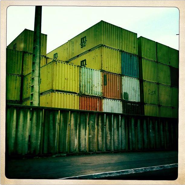 Contenedores en el puerto de San Pedro, Costa de Marfil, marzo de 2012 (Instagram de  Austin Merrill)tin. (Taken with Instagram)