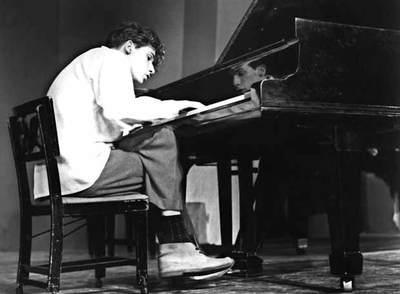 La postura de Gould frente al piano