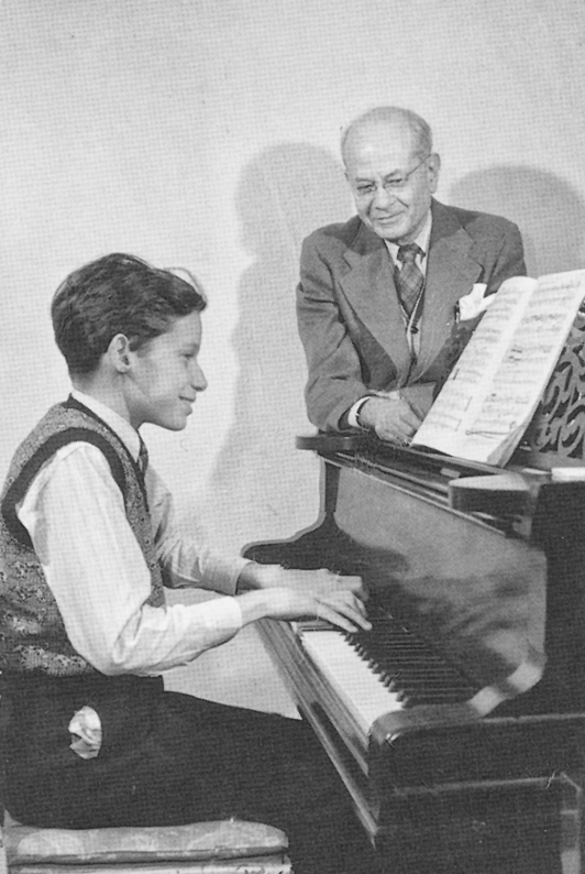 A los 11 años, con su profesor Alberto Guerrero