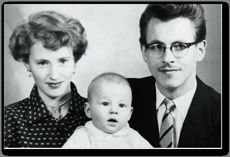 Stieg Larsson y sus padres, en torno a 1955