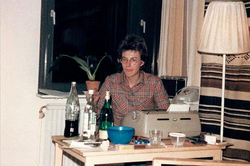 Larsson y su máquina de escribir