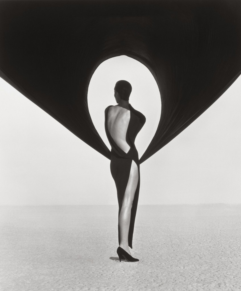 Versace Dress, Back View, El Mirage, 1990 ((The J. Paul Getty Museum, Los Angeles, Gift of Herb Ritts Foundation © Herb Ritts Foundation)