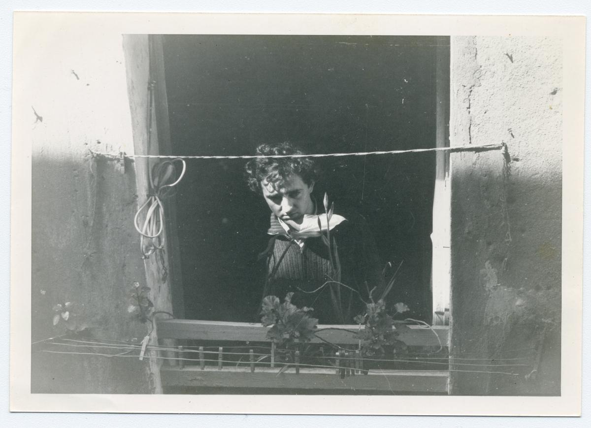 Roberto Bolaño a l'estudi del carrer Tallers Barcelona, c. 1979 © Hereus de Roberto Bolaño