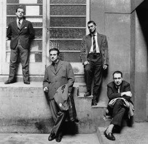 1961, Barcelona. Jaime Gil de Biedma, Agustín Goytisolo, Carlos Barral y José María Castellet © Oriol Maspons