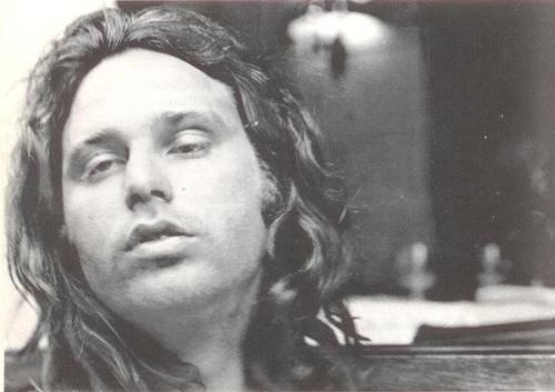 Jim Morrison en París, 1971 - Foto © Hervé Muller