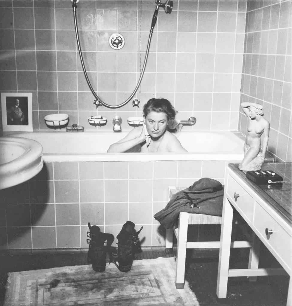 Toma deshechada de Lee Miller en la bañera de Hitler © David E. Scherman