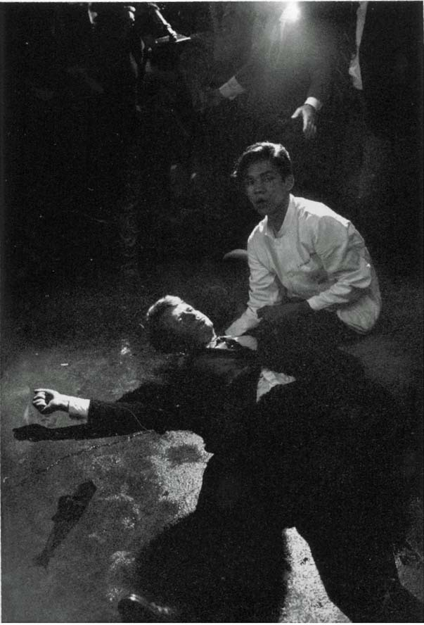Bill Eppridge - Robert Kennedy muriendo, 6 de junio de1968