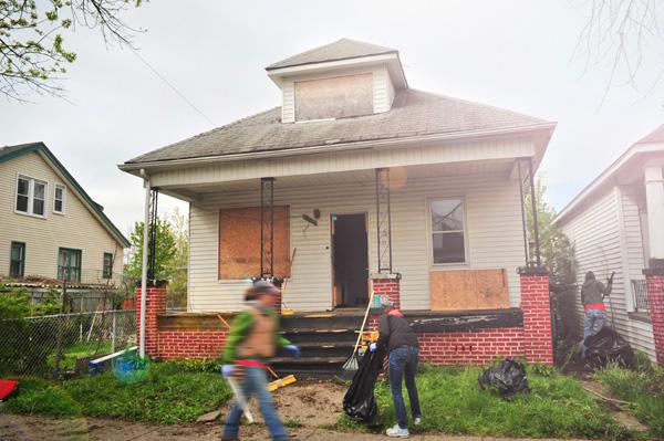 Una de las casas de Write-A-House durante los trabajos de renovación