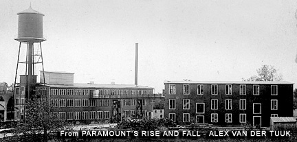 El edificio de la derecha albergaba el estudio de Paramount