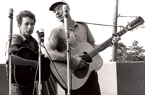 Bob Dylan y Pete Seeger en el Festival de Newport de 1963