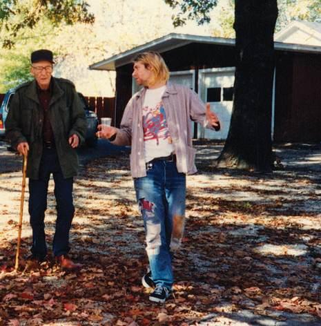 Burroughs y Cobain en la cabaña del primero en Lawrence (Kansas), octubre de 1993