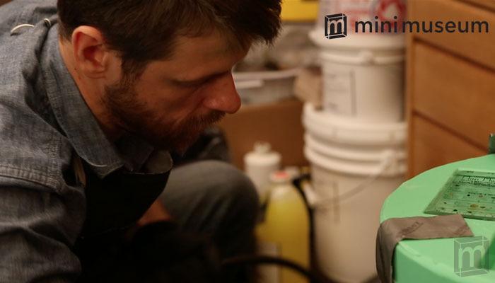 Hans Fex en la elaboración del Minimuseum