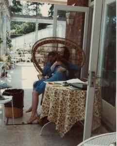 Con su padre, 1979