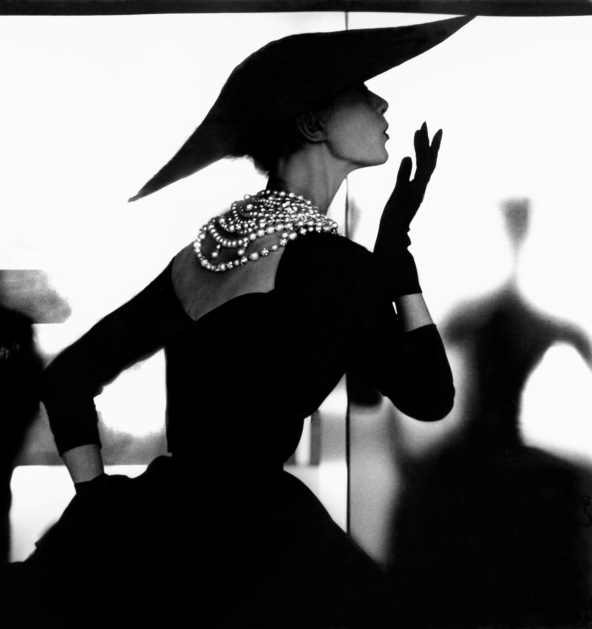 Blowing Kiss, Barbara Mullen, New York, c. 1958. Reinterpreted 1994. Courtesy: Estate of Lillian Bassman © Estate of Lillian Bassman