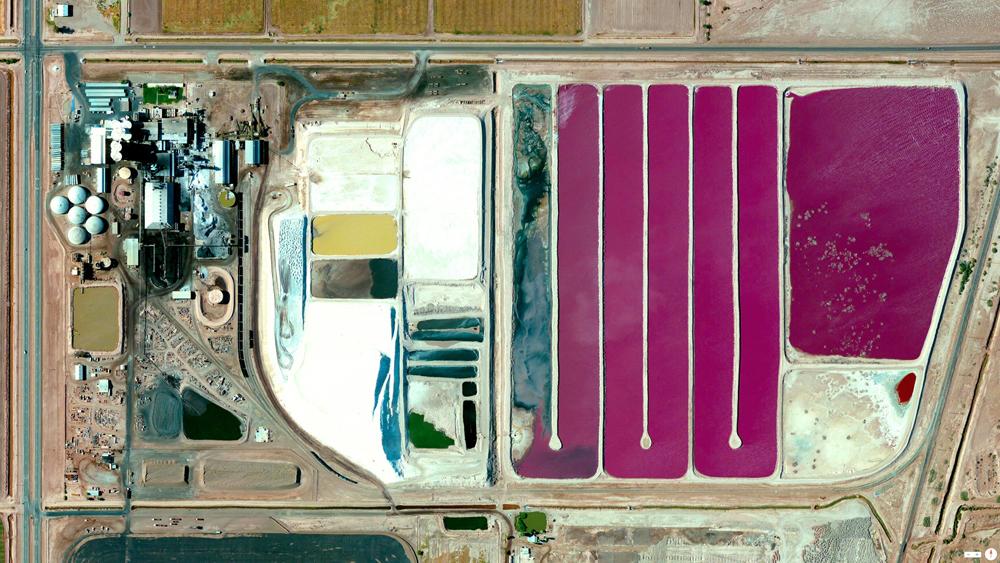 Fábrica que extrae el azúcar de la remolacha azucarera en Brawley, California (EE UU) - © 2014, Daily Overview Daily