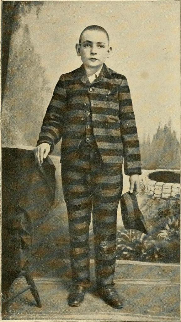 """Niño detenido por practicar la piratería. De """"The criminal classes, causes and cures"""" (1903)"""