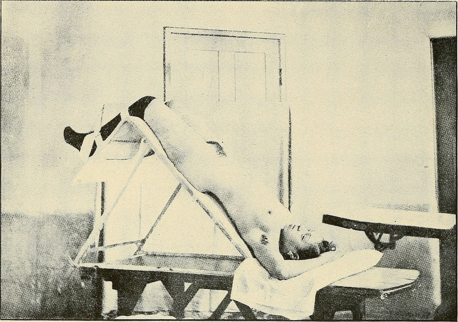 Postura de exploración ginecológica en un manual médico de 1907