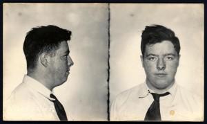 Bill Harlan, de 17 años, hijo de una familia adinerada. Se dedicaba al asalto de casas y el robo de joyas. Internado en un reformatorio (smalltownnoir.com)
