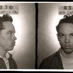 Charles Peak, detenido en 1956 por insultar a un policía durante una carrera ilegal de coches. Multado con 100 dólares (smalltownnoir.com)