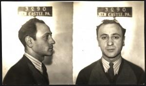 Jimmy Pasta fue arrestado por vebder lotería ilegal en 1940. Unos meses más tarde evitó el atracó a un banco y fue considerado un héroe (smalltownnoir.com)