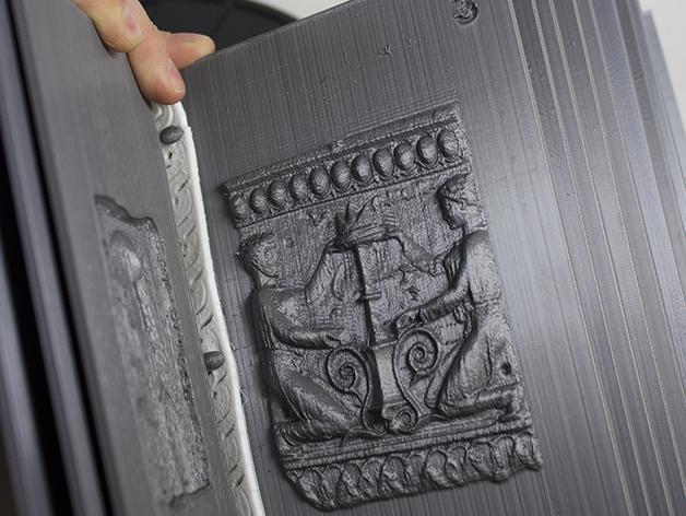 Página tres del libro de relieves 'Folium' - Tom Burtonwood