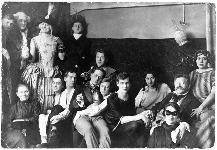 Magnus Hirschfeld (con bigotes) y algunos de sus amigos gay