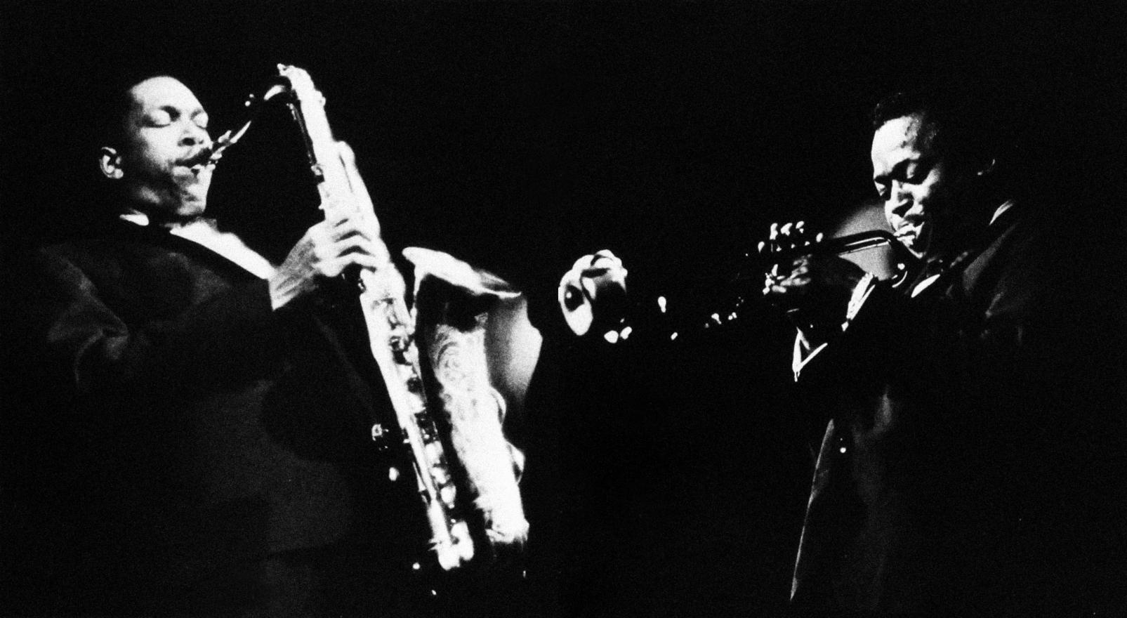John Coltrane (izquierda) y Miles Davis , 1960