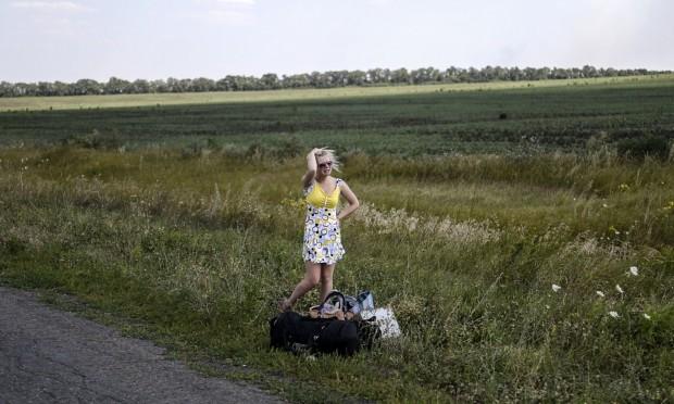 Hrabove, Ucrania, 2 de agosto. Una chica llora al abandonar su hogar en Donetsk tras un corte de luz, agua y abastacimiento ordenado por el gobierno © Bulent Kilic / AFP