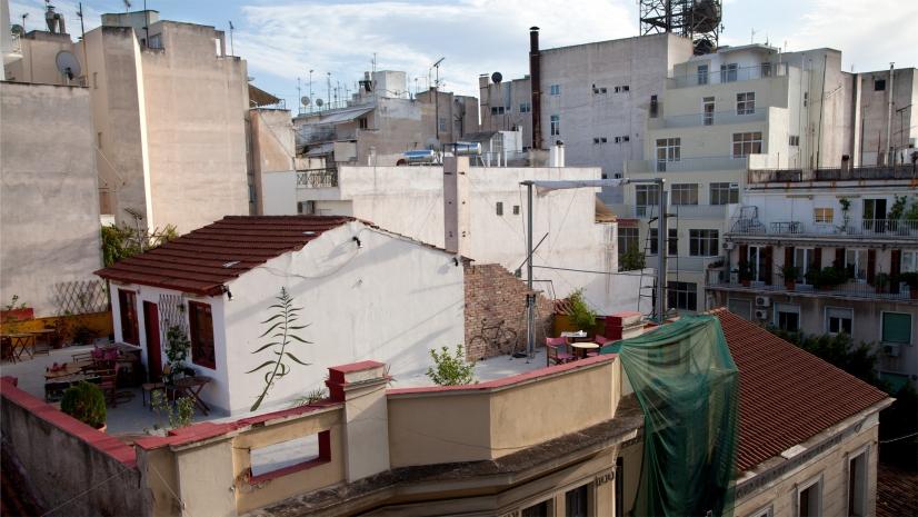 Intervención de Caron en Atenas, Grecia - Mona Caron