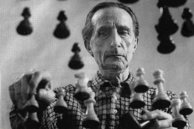 Marcel Duchamp playing chess on a sheet of Glass, 1958 © Arnold Rosenberg