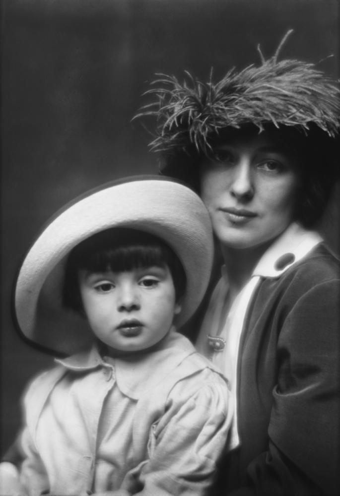 Evelyn Nesbit y su hijo - Foto: Arnold Genthe, 1913