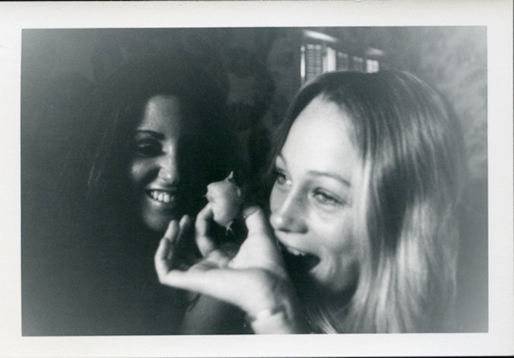 Untitled (women eating, laughing) © Dennis Hopper
