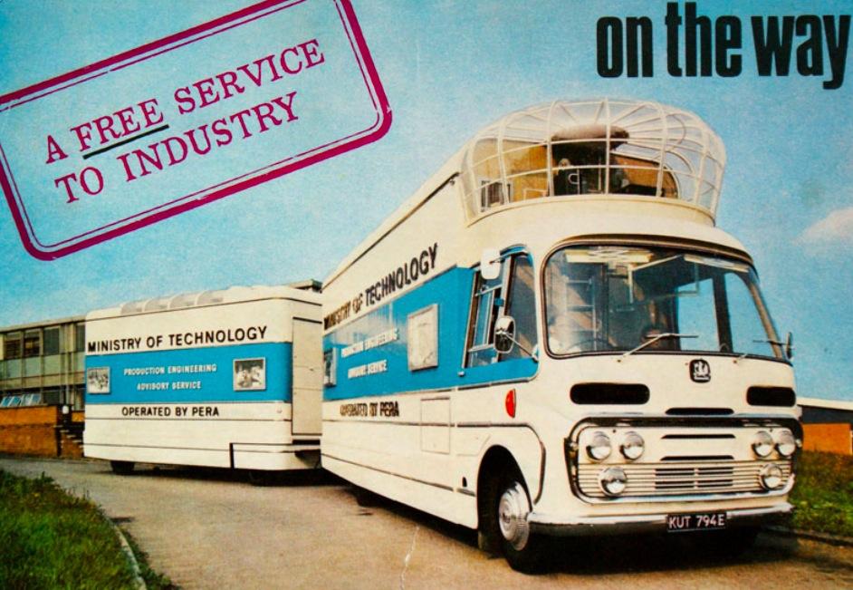 Anuncio del autobús del Ministerio de Tecnología