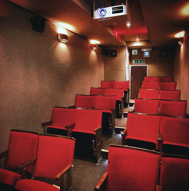 Interior del Vintage Mobile Cinema