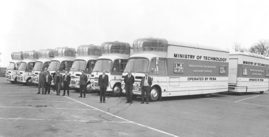 La flota original de autobuses-cine
