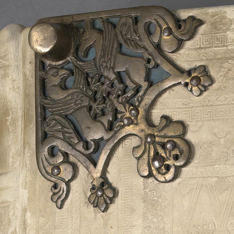 Un grifo de metal en una esquinera de la portada del   'Codex Gigas' - Foto: National Library of Sweden
