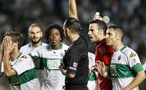 El árbitro Muñiz Fernández