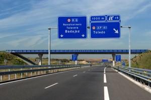 Carteles indicativos de la Radial 5 de Madrid. (ARCHIVO)