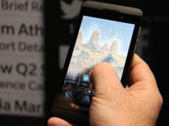 Una persona usando un smartphone. (ACN)