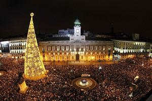 La Puerta del Sol de Madrid durante las campanadas de fin de año  (Kiko Huesca / EFE)