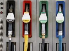 Surtidores de carburante en una gasolinera. (GTRES)