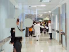 Médicos en un hospital. (ARCHIVO)