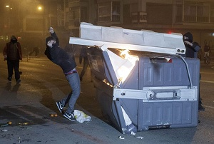 Incidentes en el barrio Gamonal de Burgos. Foto: EFE