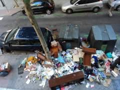 La calle Peñuelas nº43 de Madrid repleta de basura. (GUSTAVO PLEITO)