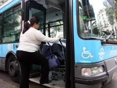 Acceso de carritos de bebes a transportes públicos. (A. CABRERA)