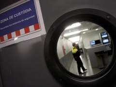 Zona de custodia en una de las comisarías de España. (TONI ALBIR)