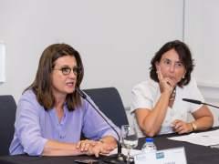 Mónica de Oriol (izda.), durante un acto en la Universidad de Deusto. (Universidad de Deusto/Flickr)