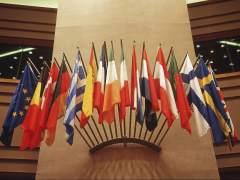 Varias banderas europeas, entre ellas la de España. (GTRES)