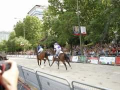 Las carreras de caballos retornaron al madrileño Paseo de la Castellana. (Víctor Lerena / EFE)